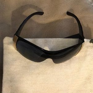 Chanel sunglasses black/gold quilted arms